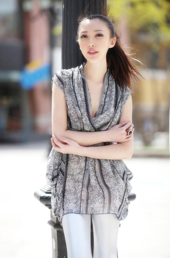 校花张莫霏新作品展示《时尚COSMO》 美女校花-第1张