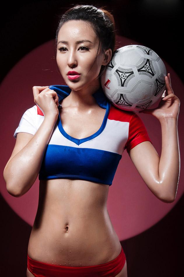 厦大校花苏珊娜变身足球宝贝 美女校花-第1张