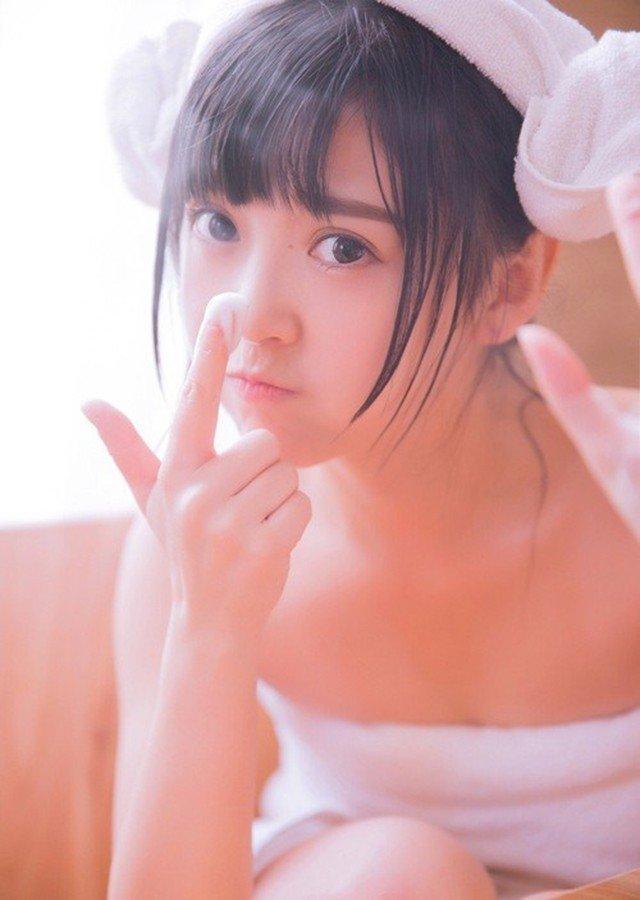 可爱泡泡梦幻少女天真无邪大眼睛对你眨甜美浴 美女写真-第1张
