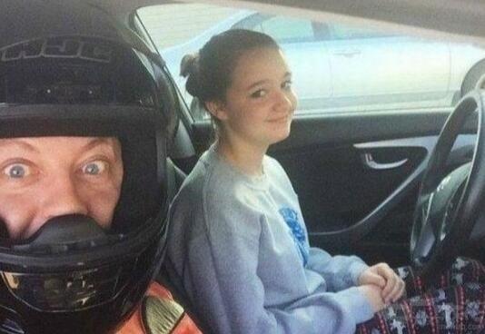 媳妇开车吧 我安全帽戴好了 爆笑图片-第1张