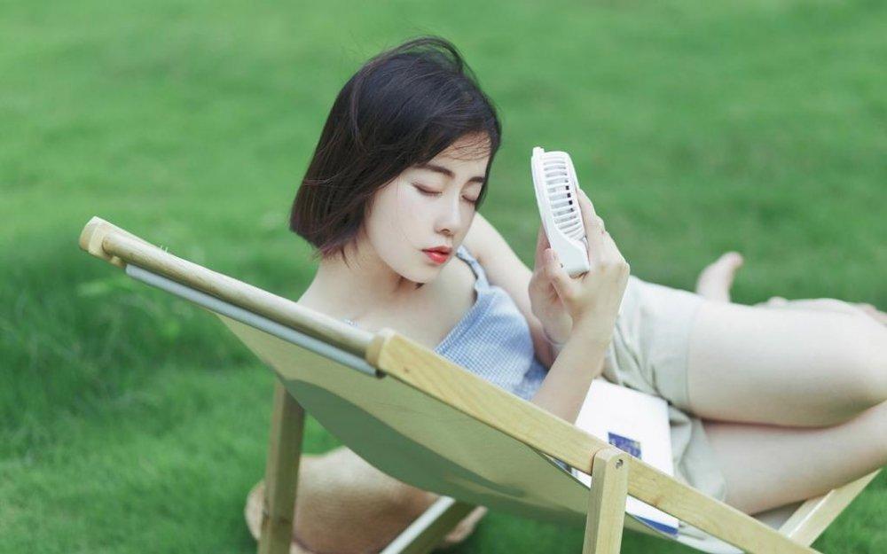日系小清新短发少女吊带背心性感美乳户外唯美写真 街拍美女-第1张