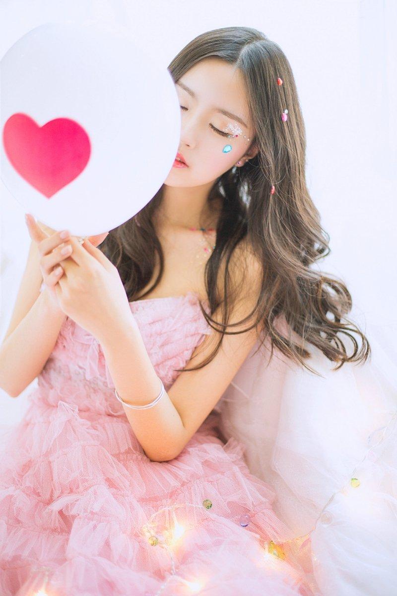 美女动人天使精致脸蛋美裙犹如公主般美丽写真 美女写真-第1张