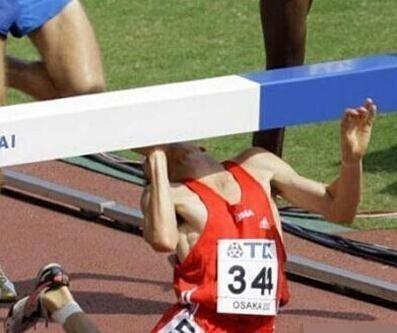 这下摔的够狠的 爆笑图片-第1张