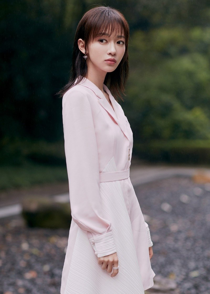 于正延禧攻略女主角吴谨言优雅气质大自然唯美日系街拍 街拍美女-第1张