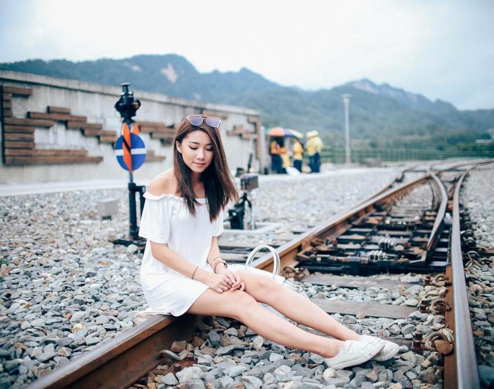 长腿美女Mongchin Yeoh街拍写真时尚迷人 美女写真-第1张